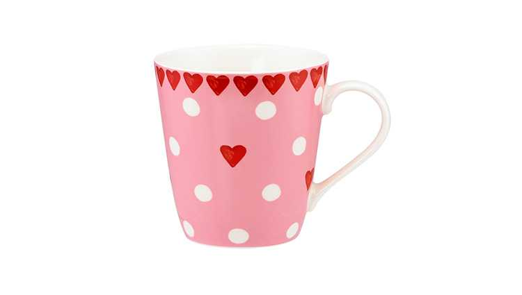 Red mug with heart details