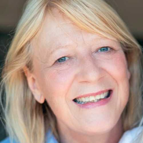 Sue, a bucket collector for Breast Cancer Now
