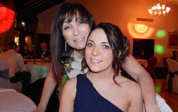 Jade and her mum who had secondary breast cancer